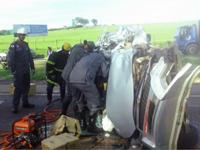 Bombeiros de Divinópolis atendem acidente automobilístico na MG 050