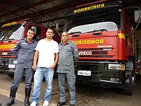 Trabalhador realiza visita de agradecimento aos bombeiros