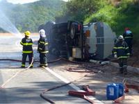 Batalhão Especializado atende acidente com caminhão carregado com 23 mil litros de combustível