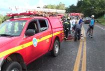 Bombeiros  resgata vítimas de batida