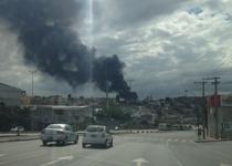 Belo Horizonte – Militares combatem incêndio de grandes proporções em empresa de óleo