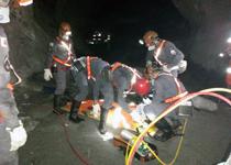 bombeiros de sabará realizam um simulado de acidente em mina