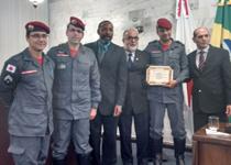 Militares são homenageados na Câmara de Vereadores pela realização do curso de guarda-vidas que mudou a vida de alunos