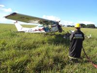 Bombeiros são acionados em acidente de aeronave em Araguari