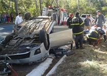 Bombeiros resgatam vítimas de acidente automobilístico em Patos de Minas