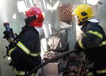 Bombeiros de Alfenas atendem ocorrência de incêndio em residência