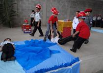 Alunos do Colégio Tiradentes realizam peça teatral e encenam ocorrências de Bombeiros