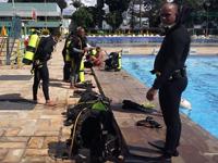 Alunos do Curso de Habilitação de Oficiais na instrução de mergulho