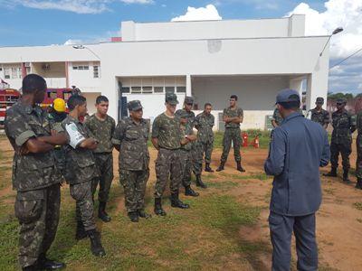Militares do Exército no 7º Batalhão dos BM